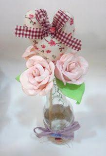 Ateliê Le Mimo: FLORES e ARRANJOS Garrafinha com rosas de EVA e coração de tecido