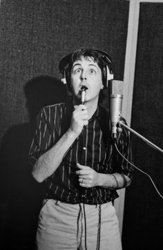 Paul McCartney In Studio 80s