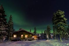 6 Best Places In The World To See The Northern Lights - Modern Trekker Log Cabin Kits, Log Cabin Homes, Log Cabins, Cabin Ideas, Lappland, Aurora Borealis, Interior Lighting, Modern Lighting, Log Home Decorating