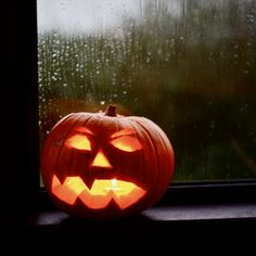 Halloween pumpkin on the rainy window Fall Pumpkins, Halloween Pumpkins, Halloween Decorations, Halloween Eve, Happy Halloween, Halloween Ideas, Halloween Pictures, Autumn Aesthetic, Night Aesthetic