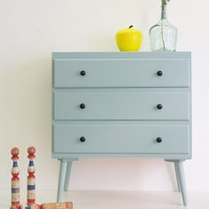 love the color and the black knobs and the legs