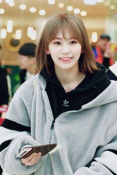 Fashion Tag, Daily Fashion, Girl Fashion, Yuri, Sakura Miyawaki, Gfriend Sowon, Japanese Girl Group, Famous Girls, Beautiful Asian Girls