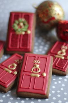 Beautiful iced cookies from Juliet Stallwood Cakes and Biscuits -- wow, I really want to do these, only black with 221B in brass....   :)