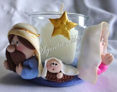 nacimiento candelabrito1 Christmas Clay, Christmas Ornaments, Clay Cup, Biscuit, Pasta Flexible, Christmas Decorations, Holiday Decor, Polymer Clay, Decorated Jars