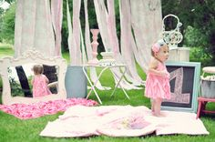 Baby girl's first birthday ideas « Blankets laid out for outside time in the late afternoon… yeah! If only her birthday was in the summer! Baby Girl First Birthday, First Birthday Parties, 5th Birthday, Birthday Cake, 1st Birthday Pictures, Birthday Ideas, Twins 1st Birthdays, Baby Party, Cake Smash