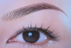 During microblading treatment, aesthetician implants semi-permanent pigment into the skin to shape and reconstruct eyebrows Tweezing Eyebrows, Threading Eyebrows, Microblading Eyebrows, Best Eyebrow Makeup, Best Eyebrow Products, Makeup Products, Eye Makeup, Makeup Eyebrows, Eye Brows