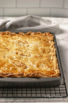 Cape Malay Pepper Steak Pie (Vleis Pastei) - Tantalise My Taste Buds Pastry Recipes, Tart Recipes, Beef Recipes, Quiche Tart Recipe, Steak Pie Recipe, Savory Pastry, Savoury Pies, South African Desserts, Winter Dishes