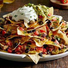 High Nachos Mile High Nachos - The Pampered Chef® The baking stone is the key. You can find it here!Mile High Nachos - The Pampered Chef® The baking stone is the key. You can find it here! Carnitas, Barbacoa, Rockcrok Recipes, Pampered Chef Recipes, Mexican Food Recipes, New Recipes, Cooking Recipes, Ethnic Recipes, Mexican Dishes