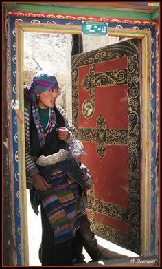 Женщина с серебряным поясом Тибет по дороге в Лхасу / Faces of Tibet - Silver Belt, on the road to lhasa, Tibet
