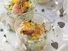 Recipe de Verrines of avocados, schrimps and fromage frais Shot Glass Appetizers, Hors D'oeuvres, Fresh Rolls, Guacamole, Entrees, Avocado, Food And Drink, Nutrition, Cooking