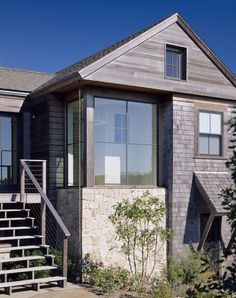 Overhang above lower door Split Rock > Hutker Architects — Martha's Vineyard, Cape Cod and Nantucket Farmhouse Windows, Modern Farmhouse Exterior, Style At Home, Exterior Design, Interior And Exterior, Cedar Shingles, Modern Ranch, Modern Cottage, Exterior Remodel