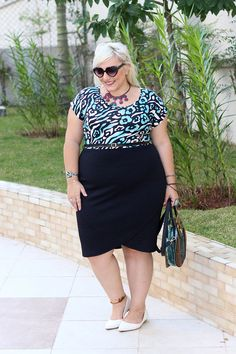 I love her skirt.Plus size fashion. #curves