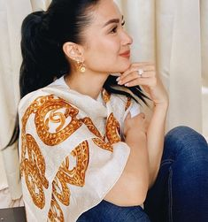 Caught in a daydream. Heart Evangelista Style, Filipina, Classy Outfits, Daydream, Girl Crushes, Love, Celebs, Elegant, Earrings