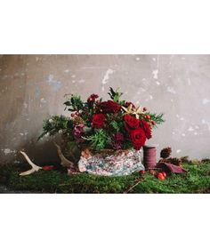 """Zubi """"dalmatia"""" pouch & red & pink flowers.  Aunque las flores podrán variar ligeramente, el ramo en este bolso contendrá rosas rojas, claveles, bayas, verdes...  Caracteristicas del bolso: Medias: 32cm x 25cm x 6cm Material exterior: 100% Algodón"""