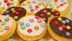 Kochvideo zum einfach nachkochen: ZUTATEN Für 12-14 Stück 1 Päckchen (35-37g) Vanille-Puddingpulver ODER: 35g Speisestärke & Vanillearoma 230g Mehl