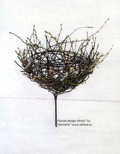 Use an upside down hanging basket Art Floral, Deco Floral, Hand Flowers, Silk Flowers, Contemporary Baskets, Flora Design, Floral Bouquets, Bouquet Flowers, Bride Bouquets