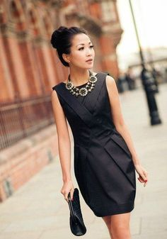 This LBD look is perfect for the office party!!!!love the chunky statement necklace!