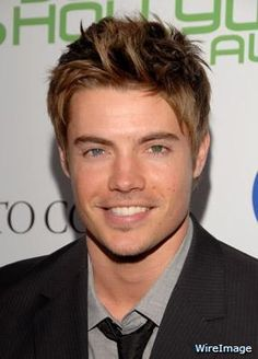 Josh Henderson with his smile and his blue & green eyes Josh Henderson, Blue Green Eyes, Stars Hollow, Male Eyes, Dear John, Thriller Books, Playing Guitar, White Man, Beautiful Men