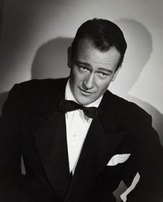 John Wayne- that look! One and only John Wayne attitude! If looks could kill? Golden Age Of Hollywood, Vintage Hollywood, Hollywood Stars, Hollywood Icons, Hollywood Actor, Classic Movie Stars, Classic Movies, Johny Depp, Elvis Presley