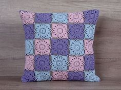 Cool crochet coussin coloré pastel rose bleu par AdorningPillows