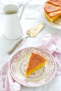 Un dolce molto famoso caratterizzato da tre consistenze diverse: una pasta margherita soffice racchiusa in un guscio di frolla, farcita con una crema al limone golosa e fresca