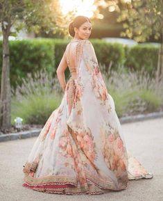 Floral Lehenga, Bridal Lehenga Choli, Ghagra Choli, Red Lehenga, Lehenga Blouse, Sabyasachi Wedding Lehenga, Lehenga Skirt, Lehenga Style, Indian Bridal Outfits