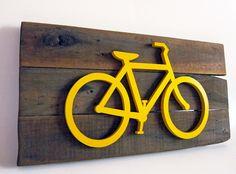 https://flic.kr/p/FKKT2r | BICI---2 | Cuadro desarrollado en madera recuperada, figura corpórea sobre fondo plano. Fondo pigmentado con productos naturales y sustentables. Listo para colgar. Medidas cuadro Bici: 56 cm x 29 cm