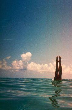 — toda felicidad parece ser inocencia : ¿Y mis alas dónde han quedado?