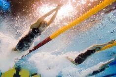In finale nel nuoto c'è la Campionessa, la nostra portabandiera, è all'ultima Olimpiade ed è la grande favorita. Ecco il dilemma. Tifare per la Campionessa o contro? http://www.blonk.it/guest-blog/social-dilemma/