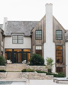 Crushin hard on this exterior. I love the exterior material mix! Café Exterior, Design Exterior, Dream House Exterior, Home Styles Exterior, Stone Exterior, House Paint Exterior, Building Exterior, Interior Design, Building Design