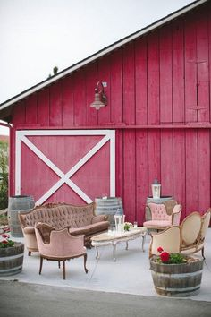 Country wedding reception lounge decor vintage meets rustic. Wedding reception living rooms or lounge areas have become very popular in recent years. It's a great way to give wedding guests a cozy place to relax, chat.