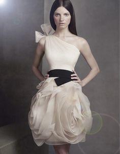Vera Wang pour demoiselles d'honneur mariée Collection David - Belle Magazine. Le Blog de mariage pour la mariée sophistiquée
