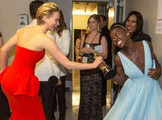 Jennifer Lawrence tries to steal Lupita Nyong'o's Oscar (just kidding - they're cool)