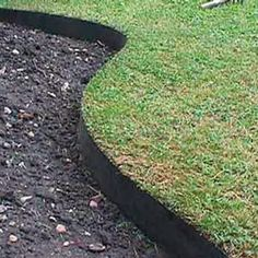 Garden borders add an important landscape touch. Find 37 practical, affordable and good looking landscape garden edging ideas to compliment your lawn and landscaping to give your flower bed borders more impact - [SEE MORE] Small Garden Tractor, Grass Edging, Border Edging Ideas, Rock Edging, Driveway Edging, Garden Border Edging, Small Garden Borders, Metal Garden Edging, Concrete Edging