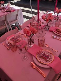 Pretty in Pink Bachelorette Party Ideas Pink Table Settings, Brunch Table Setting, Pink Table Decorations, Birthday Party Decorations, Birthday Goals, Pink Birthday, Pink Bachelorette Party, Elegant Birthday Party, Barbie Party