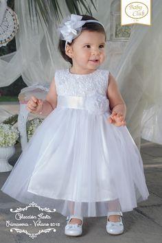 Encuentra nuestros vestidos en todas nuestras boutiques. <3 Baby Girl Dress Patterns, Little Dresses, Little Girl Dresses, Baby Dress, Cute Dresses, Girls Dresses, Flower Girl Dresses, Baby Girl Baptism, Baptism Dress