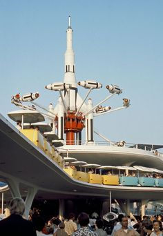 Tomorrowland in its heyday with crowds thronging to ride the PeopleMover & Rocket Jets Disneyland Photos, Disneyland California, Vintage Disneyland, Disneyland History, Southern California, Old Disney, Disney Love, Disney Magic, Disney Theme