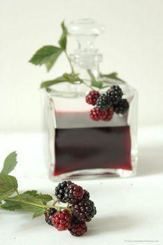 Brombeerlikoer selbstgemacht nach einem Rezept von Sweets and Lifestyle
