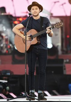 Niall Horan performs on stage at the 'One Love Manchester' benefit concert on June 4, 2017 in Manchester, England.