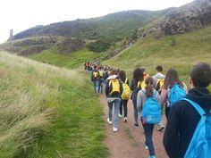 Camino a Arthur's Seat     Napier:  Mítica universidad de Edinburgh, Escocia.     Edimburgo es un núcleo cultural con mucha historia, un patrimonio extraordinario y es una de las ciudades más visitadas del Reino Unido, muy amistosa con los estudiantes internacionales. El centro de la ciudad es Patrimonio de la Humanidad de la UNESCO.    #WeLoveBS #inglés #idiomas #Edinburgh #Edimburgo   #ReinoUnido #RegneUnit #UK  #Scotland #Escocia