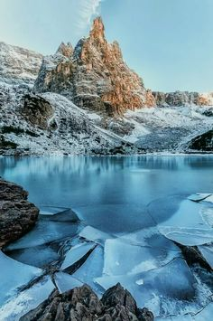 Photo: Lago di Sorapis, Belluno /Italia... Dolomiti mountains