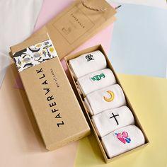 Smart Packaging, Bag Packaging, Packaging Design, Packaging Ideas, Smart Socks, Cute Socks, Box Design, Design Web, Type Design
