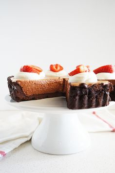Cakelets and Doilies: Cloud-like Chocolate Fluff Tart Chocolate Filling, Like Chocolate, Cold Desserts, Base Foods, Delish, Dessert Recipes, Dessert Tarts, Caramel, Sweet Tooth