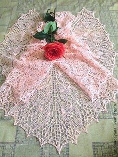 Knitted Shawls, Crochet Shawl, Shawl Patterns, Knitting Patterns, Crochet Hat For Beginners, Crochet Christmas Trees, Granny Square Crochet Pattern, Lace Weddings, Wedding Lace