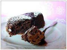 E' con grande piacere che , finalmente ,scrivo questo post.  Ho voluto preparare una delle mie torte al cioccolato preferite per farvi veder...