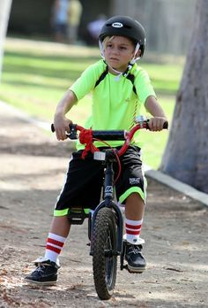 Kingston Rossdale - Gavin Rossdale Takes His Boys To The Park