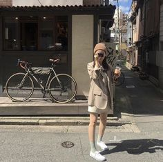 𝑷𝒊𝒏𝒕𝒆𝒓𝒆𝒔𝒕: 𝒉𝒐𝒏𝒆𝒆𝒚𝒋𝒊𝒏 ❀ Korean Aesthetic, Beige Aesthetic, Aesthetic Photo, Aesthetic Girl, Casual Outfits, Fashion Outfits, Womens Fashion, Fashion Ideas, Ulzzang Korean Girl
