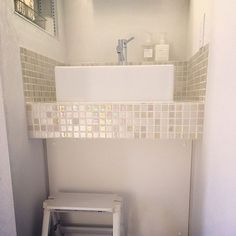 女性で、4LDKの洗面所/名古屋モザイク/モザイクタイル/洗面台/サニタリー/マークスアンドウェブ…などについてのインテリア実例を紹介。「朝の光でモザイクタイルがキラキラ✨」(この写真は 2016-03-21 09:59:19 に共有されました)