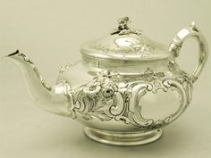A Fine Antique Edwardian English Sterling Silver Teapot      YEAR OF MANUFACTURE: 1907  ORIGIN: London, England  MAKER: Sussex Goldsmiths Co.