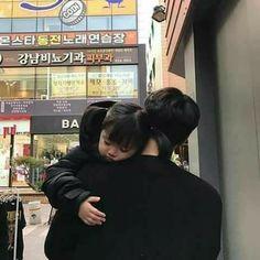 Resultado de imagem para korean couple ulzzang having ice cream Mode Ulzzang, Ulzzang Kids, Ulzzang Couple, Cute Asian Babies, Asian Kids, Cute Babies, Korean Baby Girl, Korean Babies, Father And Baby